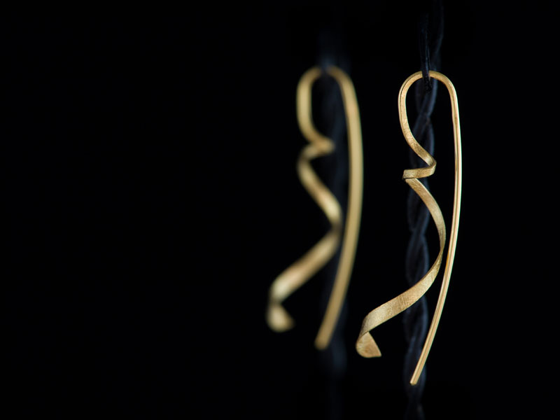18ct yellow gold swirl earrings